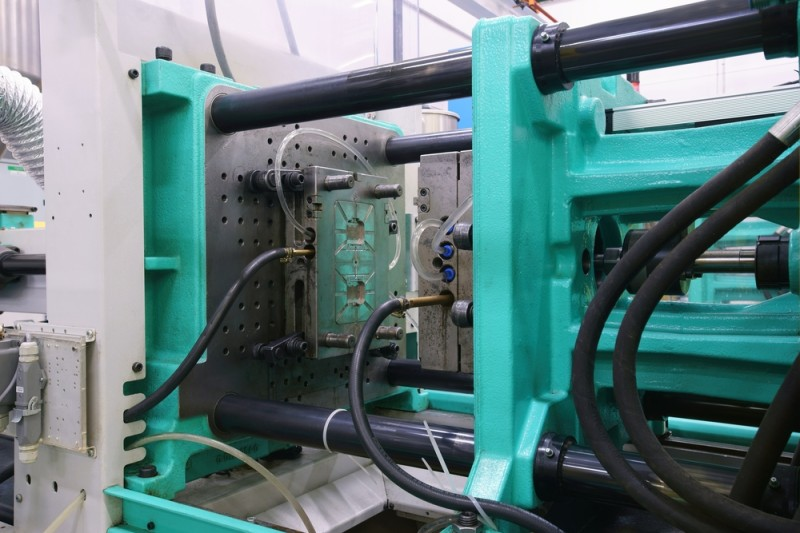 Injection molding – How to save 40% of production costs